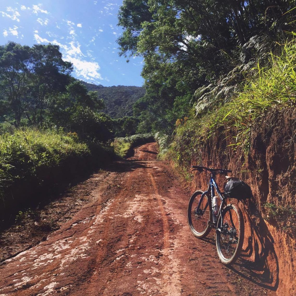 Um pouco de lama no caminho. / foto: Michele Mamede